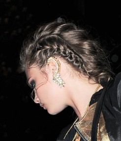 Cara+Delevingne+Chandelier+Earrings+Diamond+hFUPmH0Y_ihl